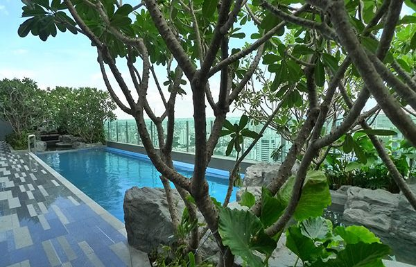 The-Address-Asoke-Bangkok-condo-for-sale-swimming-pool